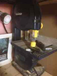 """Mastercraft 9"""" Bandsaw with light and accessories"""