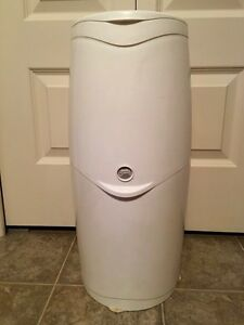 Plytex Diaper Genie Disposal System and One New Refill