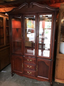 Beautiful Display Cabinet (Read first of Ad)