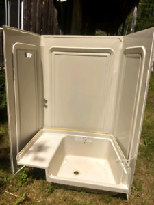 Camper trailer/ RV tub and surround