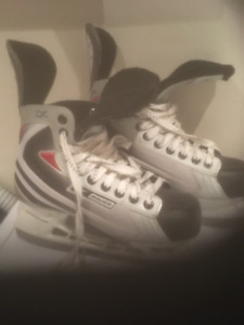 Size 9 Skates Boys Excellent condition  Tuik Brand