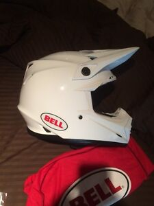Brand New Bell Moto-9r in white (Large) Peterborough Peterborough Area image 1