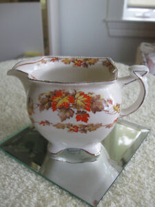 "GORGEOUS OLD VINTAGE ""ROYAL WINTON"" CHINA CREAMER [MAPLE LEAF ]"