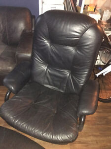 Genuine Leather Recliner and Ottoman Gatineau Ottawa / Gatineau Area image 1
