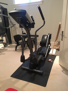 Life Fitness Elyptical Machine