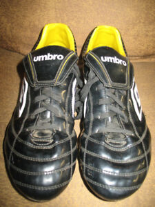 *LIKE-NEW* UMBRO BLACK & GOLD SOCCER CLEATS (SZ12-WORN ONCE)