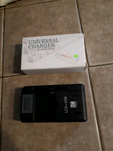 Universal battery charger for smartphones