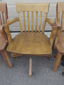 4 SOLID ANTIQUE WOODEN CHAIRS $ 125 Kingston Kingston Area image 3