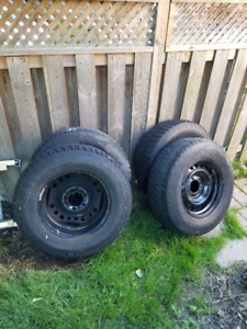 "17"" Wheels off 2004 Toyota Tundra, and center locks"