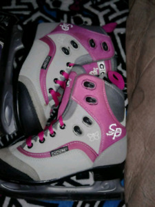 GIRLS CCM  ICE SKATES SIZE 3 YOUTH