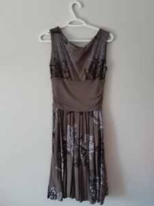 Lilikoi Peony Dress - Grey (M) BRAND NEW