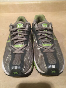 Women's Under Armour FootSleeve Running Shoes Size 9.5 London Ontario image 5
