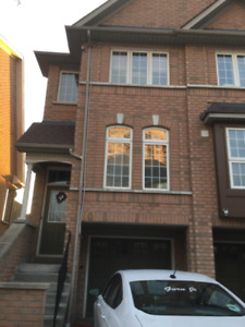 END UNIT townhouse for rent in central Mississauga