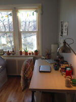 Big bright room/Chambre super charmant- Outremont/Mile End Jan 1