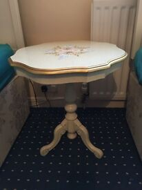 Gorgeous occasional pedestal table £15