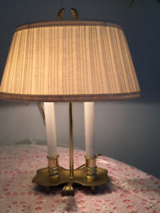 Classy Brass/Cream Table LampElegant Finial at top!One light w