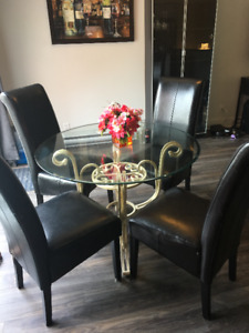 Glass Table + 4 Kitchen Chairs + table cloth