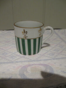 DAINTY VINTAGE ORIENTAL JAPANESE-MADE FINE BONE CHINA CUP