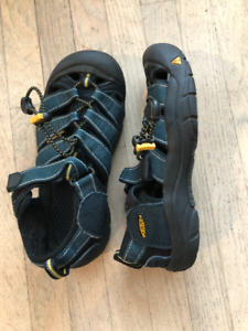 Boys Keen Sandals - almost brand new - size 3