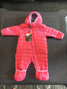 NWT Baby girl 3-6 month North Face snow suit (6 months)
