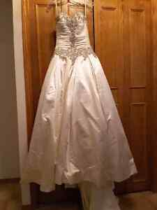 Allure bridals wedding dress. New with tags. Size 4