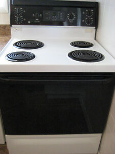 "LAST CHANCE! GE Black/White 30"" Electric Coil Range Kitchener / Waterloo Kitchener Area image 1"