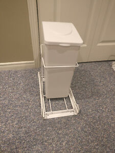 Pull-Out Trash Bin With Lid, 15-L Best Offer
