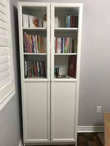 Bookcase with panel/glass doors - white
