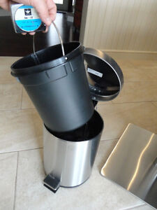 Selling 2 Garbage Cans -One Matte Black One and Stainless One Kitchener / Waterloo Kitchener Area image 9