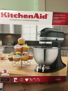 Kitchen Aid 4.5 quart stand mixer black