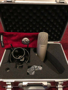 Shure KSM32 Microphone [Mint Condition]