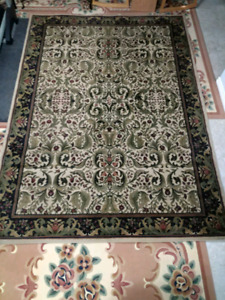 Large plush carpet in good condition for sale (green/grey)
