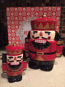 NEW SCENTSY NUTCRACKER WITH ORNAMENT RETIRED.