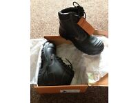 New Size 9 safety boots