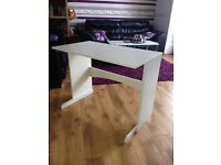 White wooden desk with FREE Swivel chair