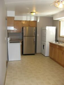 July 1st, 3 Bdrm, Main Flr Bungalow, South End, Prkg, Bus, $1650