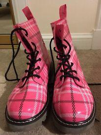 Golddigga doc martin style boots size 7.