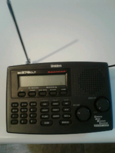 UNIDEN BEARCAT 100 CH with AM and FM RADIO  POLICE SCANNER