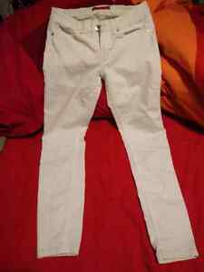GUESS WHITE PANTS