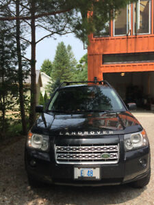 2009 Land Rover LR2 HSE Black 4 x 4 ONE OWNER