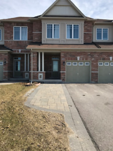 Newmarket Townhouse FOR RENT
