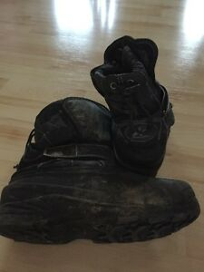 Size 4 black winter boots Windsor Region Ontario image 2