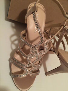 New never worn with original box le chateau shoes Kitchener / Waterloo Kitchener Area image 2
