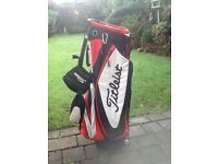 Titleist carry/stand bad in excellent condition