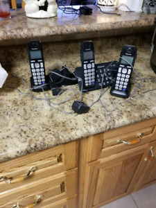 3 Phones with Charger and Answering Machine