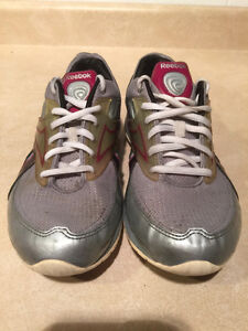 Women's Reebok Easy Tone Smooth Fit Shoes Size 6.5 London Ontario image 6