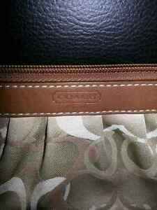 Authentic Coach wristlet-- Used once! London Ontario image 2