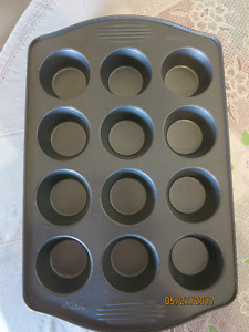 Cupcakes baking tray for 12 cupcakes. Wilton brand. New