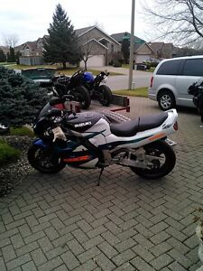 SUZUKI GSXR1100 1995 WITH V&H FULL EXHAUST AND RACING TIRES Windsor Region Ontario image 6
