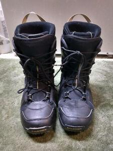 MENS SIZE 9.5  BLACK SALOMON SNOWBOARD BOOTS